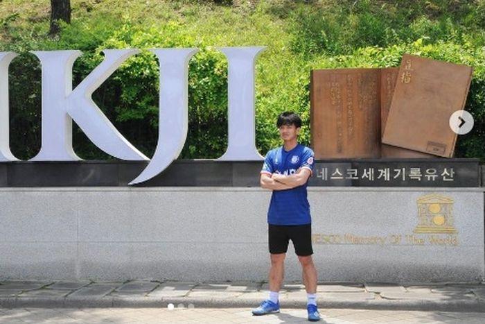 Klub Korea Selatan, Cheongju FC memperkenalkan pemain barunya Muhammad Iqbal.