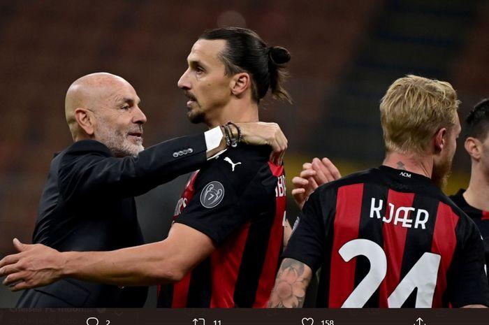 Momen Stefano Pioli memeluk Zlatan Ibrahimovic setelah AC Milan menyelesaikan satu pertandingan di Liga Italia 2020-2021.