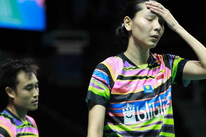 Ekspresi Hafiz Faizal (kiri) dan Gloria Emanuelle Widjaja (kanan) pada asaat tampil pada semifinal Singapore Open 2019, Sabtu (13/4/2019)