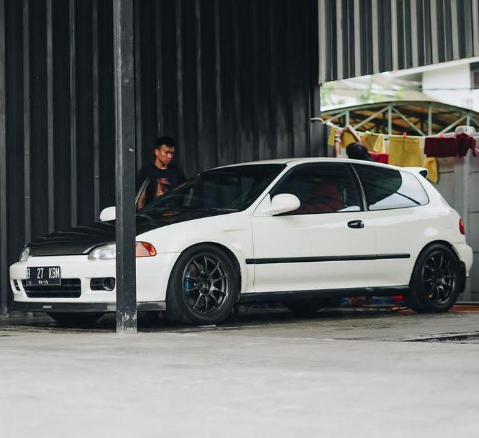 Honda Civic Estilo dimodifikasi dengan konsep racing daily