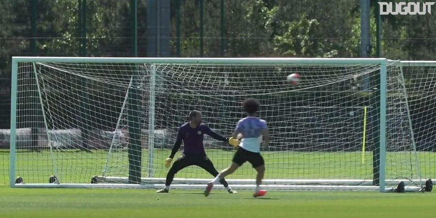 VIDEO - Cedera 206 Hari, Leroy Sane Cetak Gol Tendangan Geledek di Latihan Man City