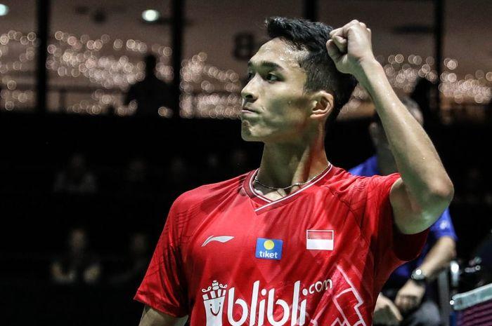 Pebulu tangkis tunggal putra Indonesia, Jonatan Christie, bereaksi setelah memastikan diri ke babak ketiga Kejuaraan Dunia di St Jakobshalle, Basel, Swiss, Selasa (20/8/2019).