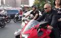 Kocak! Bergaya Pakai Motor Ninja, Eh Ditinggal Sang Pacar yang Pilih Biker Vespa
