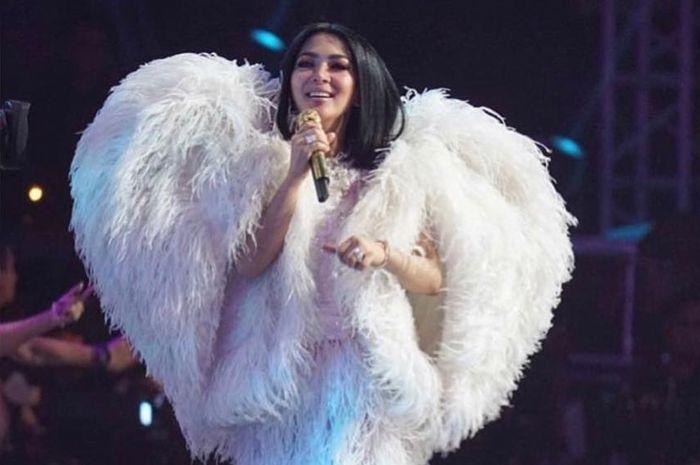 Syahrini akan segera menggelar konser 10 Tahun Jambul Khatulistiwa