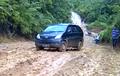 Toyota Avanza Bikin SUV Minder, Tanjakan Lumpur Habis Dilibas
