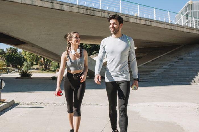 Ternyata olaharaga jalan kaki dengan pasangan ada aturannya agar tidak membahayakan kesehatan.
