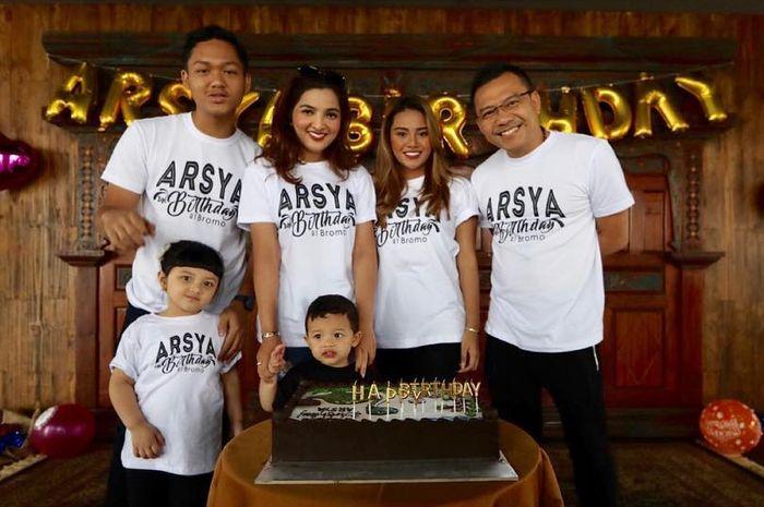 Perayaan ulang tahun Arsya di Bromo
