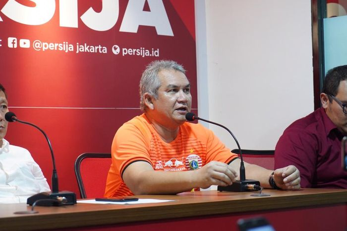 Ketua Umum The Jak Mania, Ferry Indrasjarief,