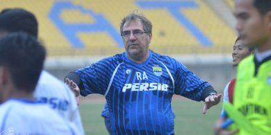 Bukan Kaleng-kaleng, Diam-diam Pelatih Persib Bandung Pernah Ditawar Torino