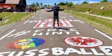 Kisah Fans Sepak Bola Jerman yang Membajak Jalur Tour de France demi Sebuah Transfer