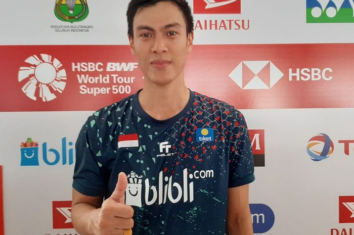 Pemain tunggal putra Indonesia, Shesar Hiren Rhustavito, berpose seusai menjawab pertanyaan media di area mixed zone Indonesia Masters 2020.