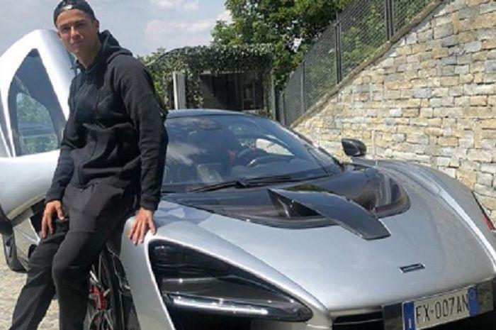 Pemain Juventus, Cristiano Ronaldo bersama koleksi mobil barunya, Hypercar McLaren Senna.