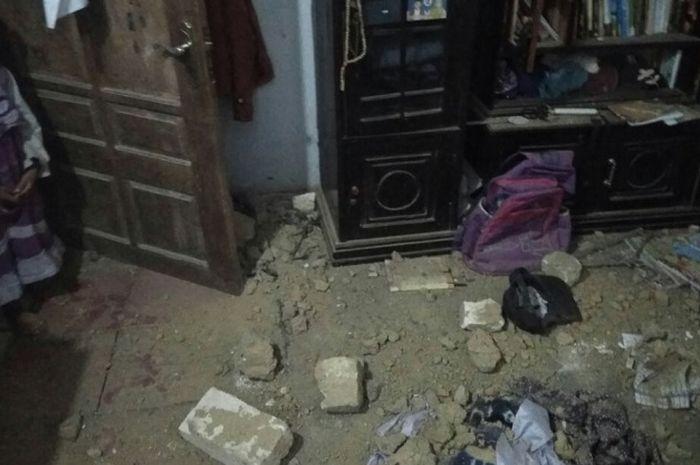 Rumah rusak akibat gempa Situbondo