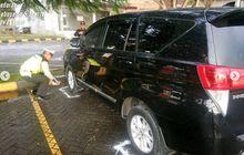 Nahas, Polisi Temukan Sesosok Pria Tak Bernyawa di Dalam Kijang Innova