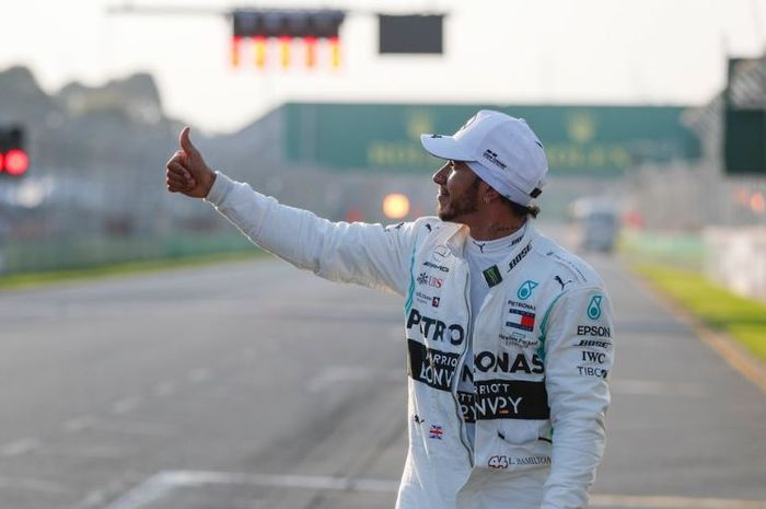 Eskpresi pembalap tim Mercedes F1, Lewis Hamilton