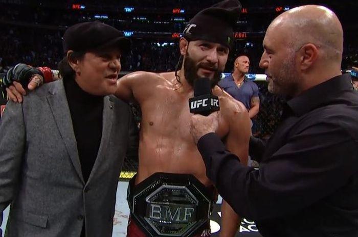 Jorge Masvidal bersama Sabuk BMF usai mengalahkan Nate Diaz pada UFC 244, Minggu (3/11/2019).