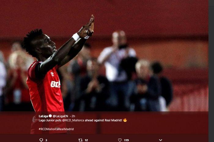 Selebrasi penyerang Mallorca, Lagos Junior usai mencetak gol ke gawang Real Madrid di Estadi de Son Moix, dalam laga pekan ke-9 Liga Spanyol, Sabtu (19/10/2019) atau Minggu dini hari WIB.