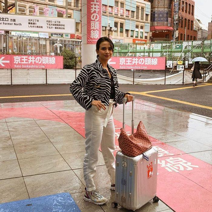 Penampilan Vanessa Angel saat ke Jepang