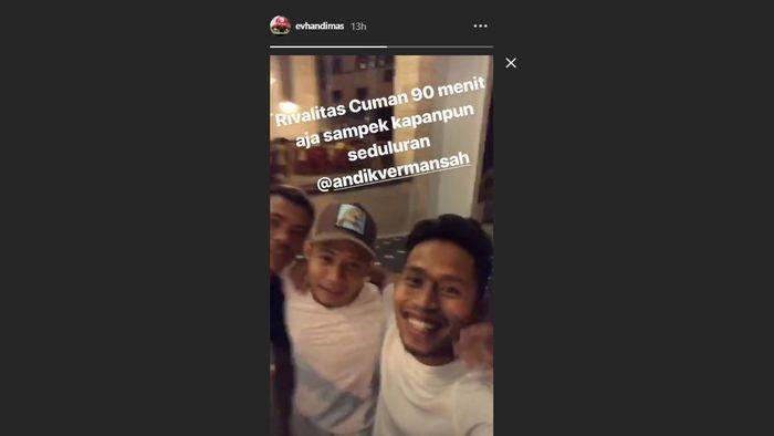 Evan Dimas dan Andik Vermansah bertemu setelah terlibat insiden pada laga pekan kedua Liga 1 2019 antara Barito Putera vs Madura United di Stadion 17 Mei, Banjarmasi, Jumat (24/5/2019).