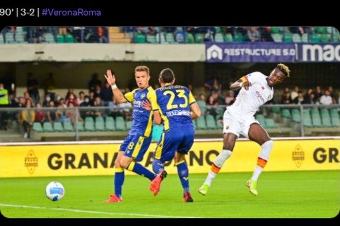 AS Roma memetik hasil negatif saat bertandang ke markas Hellas Verona dalam laga pekan keempat Liga Italia 2021-2022.