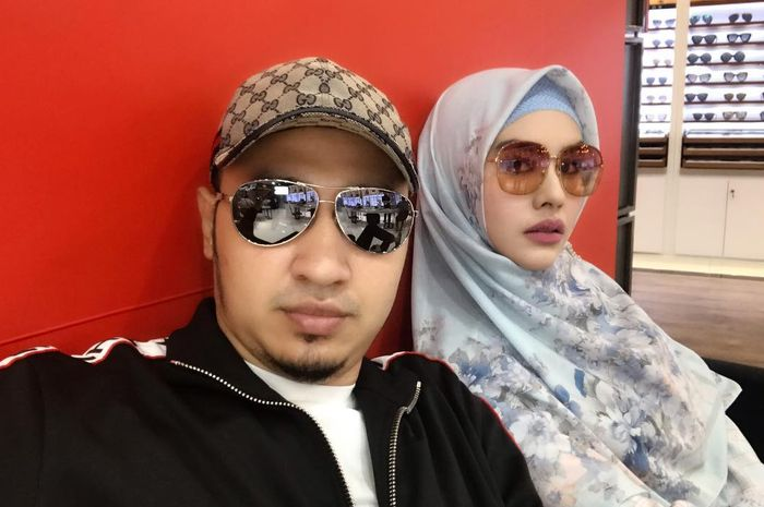 Habib Usman bin Yahya bersama sang istri Kartika Putri