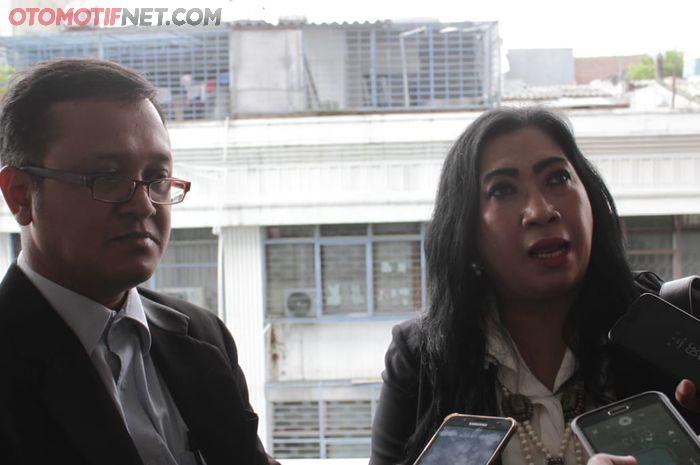Suyud Margono (kiri) Kuasa Hukum Genta Auto & Sport bersama Cita Citrawanda yang dihadirkan sebagai saksi ahli