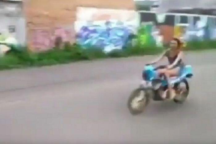 Street Manners: Jesika Amelia Joki Seksi Kecelakaan, Kok Balap Motor Pakai Sepatu Hak Tinggi?