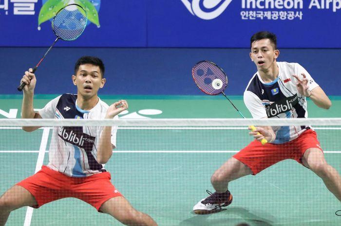 Pasangan ganda putra Indonesia, Fajar Alfian/Muhammad Rian Ardianto, saat menjalani laga melawan Li Junhui/Liu Yuchen pada babak semifinal Korea Open 2019.