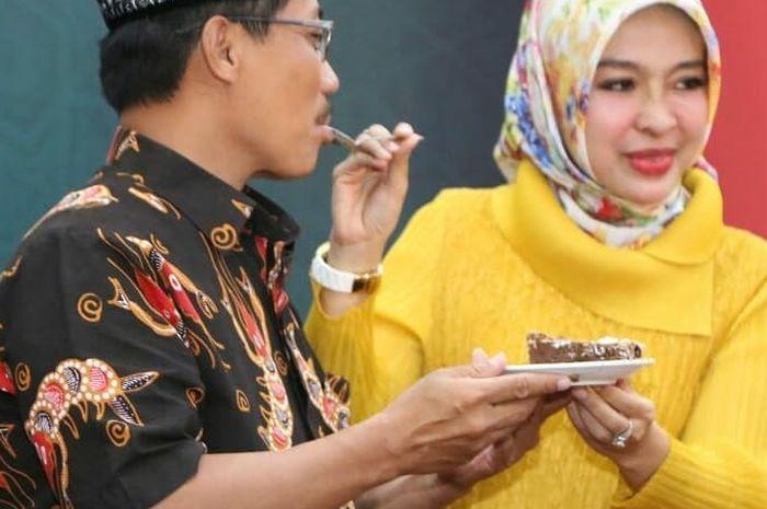 Bupati Cirebon Ditangkap KPK, Intip Pesona sang Istri yang Setia Menemani!