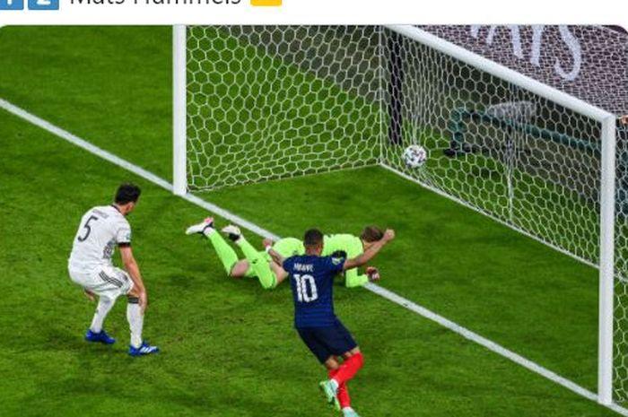 Mats Hummels (kiri) membuat gol bunuh diri dalam laga matchday 1 Grup F EURO 2020 yang mempertemukan timnas Jerman dengan timnas Prancis.