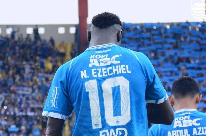 Ekspresi Ezechiel Ndouassel saat pertandingan Persib Bandung melawan Persiwa Wamena pada leg kedua 32 besar Piala Indonesia 2018.
