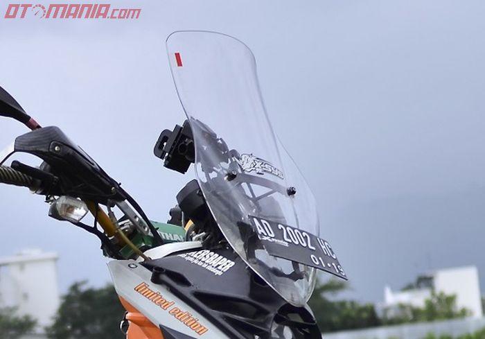 Visor Nemo untuk NMAX terpasang rapi, perlu penyesuaian pada dudukannya