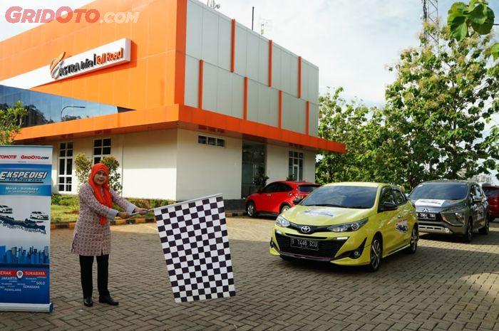 Tim Ekspedisi Tol Trans Jawa dilepas oleh perwakilan Astra Infra di Merak