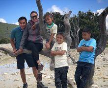 Dona Agnesia Ajak Anak-anaknya Naik Gunung, Ini Moms Manfaatnya!