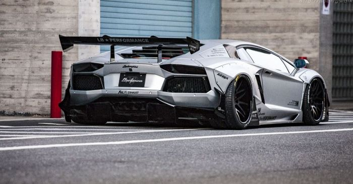 Lamborghini Aventador garapan Liberty Walk