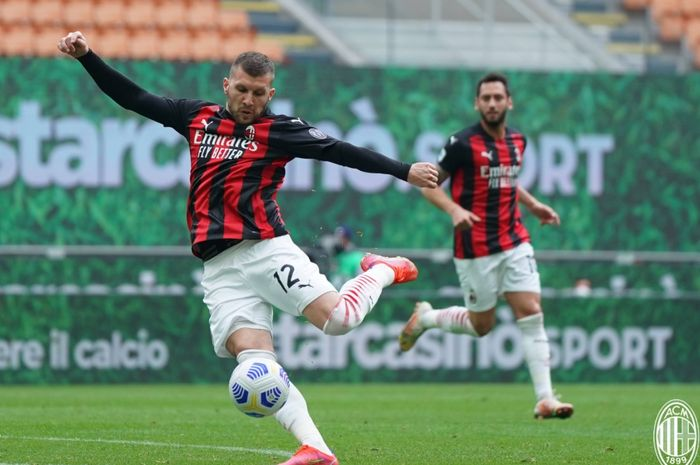 Ante Rebic membawa keunggulan 1-0 bagi AC Milan atas Genoa pada babak pertama laga pekan ke-31 di Liga Italia 2020-2021.