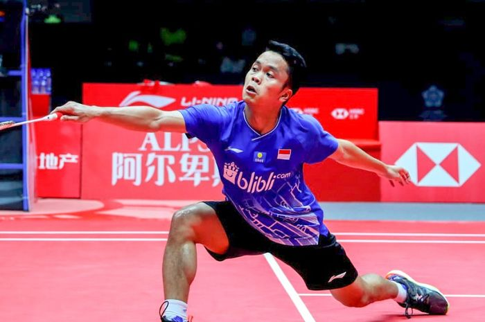 Pebulu tangkis Indonesia, Anthony Sinisuka Ginting beraksi saat mengikuti BWF World Tour Finals 2019 berhadapan dengan Chen Long pada Kamis (12/12/2019).