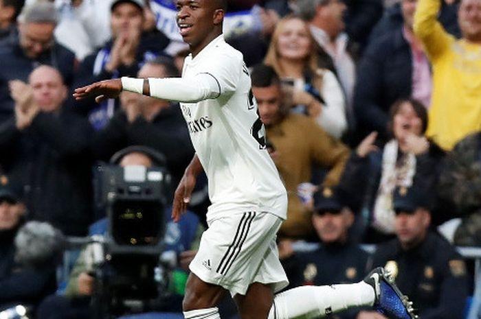 Pemain sayap Real Madrid, Vinicius Jr, disebut menjadi penerus Cristiano Ronaldo yang lebih kuat daripada Neymar.