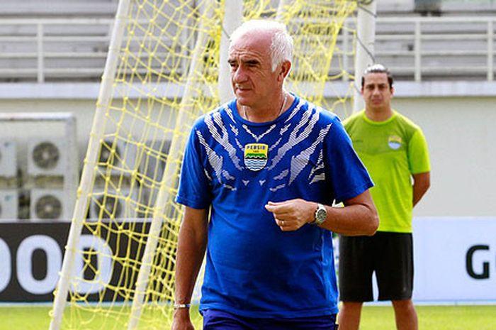 Pelatih Persib Bandung, Mario Gomez