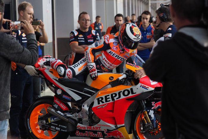 Jorge Lorenzo saat turun ke lintasan si tes MotoGP Qatar