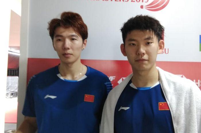 Pasangan ganda putra China, Li Junhui/Liu Yuchen, berpose setelah menjalani laga perempat final Indonesia Masters 2019