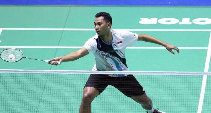 Pebulu tangkis tunggal putra Indonesia, Tommy Sugiarto, menjalani babak pertama China Open 2019 di Olympic Sports Center Gymnasium, Changzhou, China, Selasa (17/9/2019).