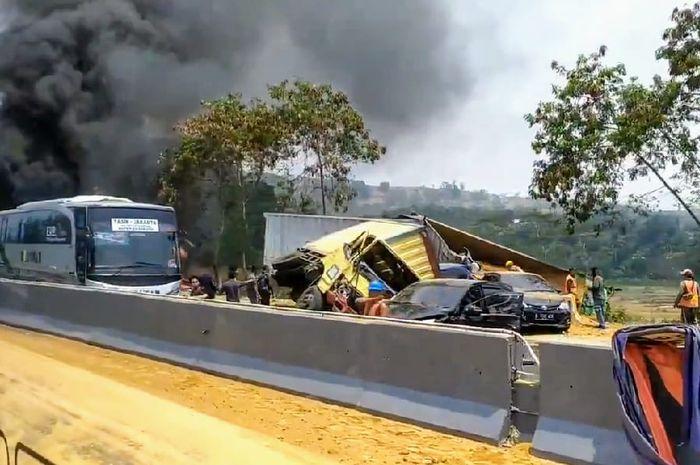 Kecelakaan di tol Cipularang, Senin (2/9).