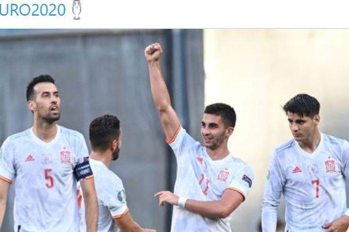 Pemain timnas Spanyol merayakan gol yang dicetak Ferran Torres (kedua dari kanan) ke gawang timnas Kroasia dalam laga babak 16 besar EURO 2020.