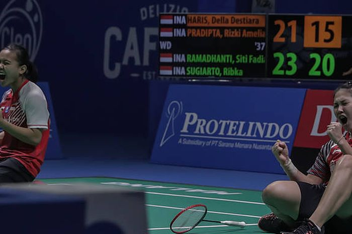 Siti Fadia Silva Ramadhanti/Ribka Sugiarto berselebrasi saat memenangi gelar juara ganda putri pada YUZU Indonesia Masters 2019, di GOR Ken Arok, Malang, Minggu (6/10/2019).