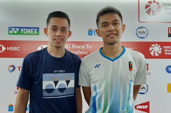 Pasangan ganda putra Indonesia, Fajar Alfian/Muhammad Rian Ardianto, berpose seusai menjalani konferensi pers pertandingan perempat final Indonesia Masters 2020.