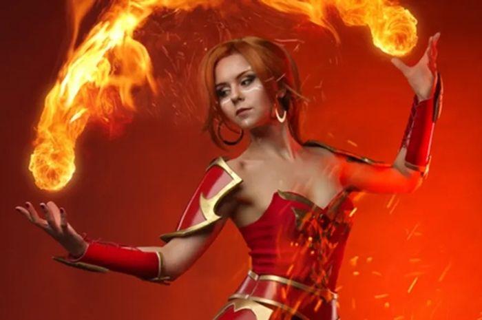 Dzikan, cosplayer untuk karakter hero Lina dari Dota 2