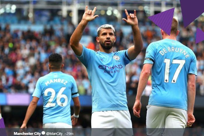 Striker asal Argentina, Sergio Aguero, seusai mencetak gol untuk Manchester City.
