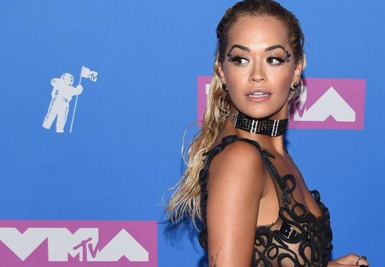 Makeup dan Gaya Rambut Terbaik di MTV VMA 2018 yang Seru Buat Dicoba!