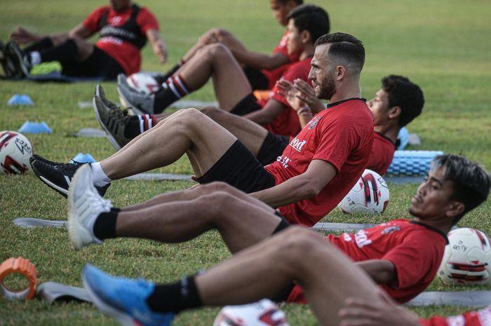 Skuat Bali United saat mengikuti sesi latihan bersama tim pada 3 Agustus 2020.